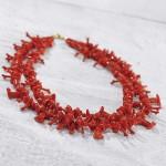 عقد من المرجان الأحمر